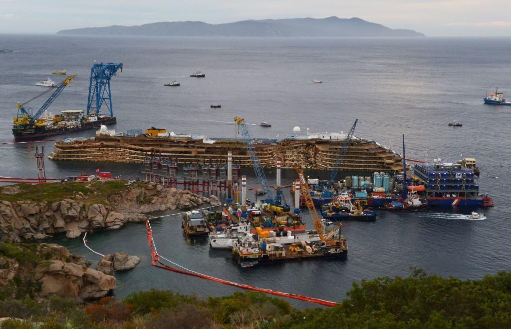 Costa Concordia, operazione di rotazione conclusa (DIRETTA VIDEO)