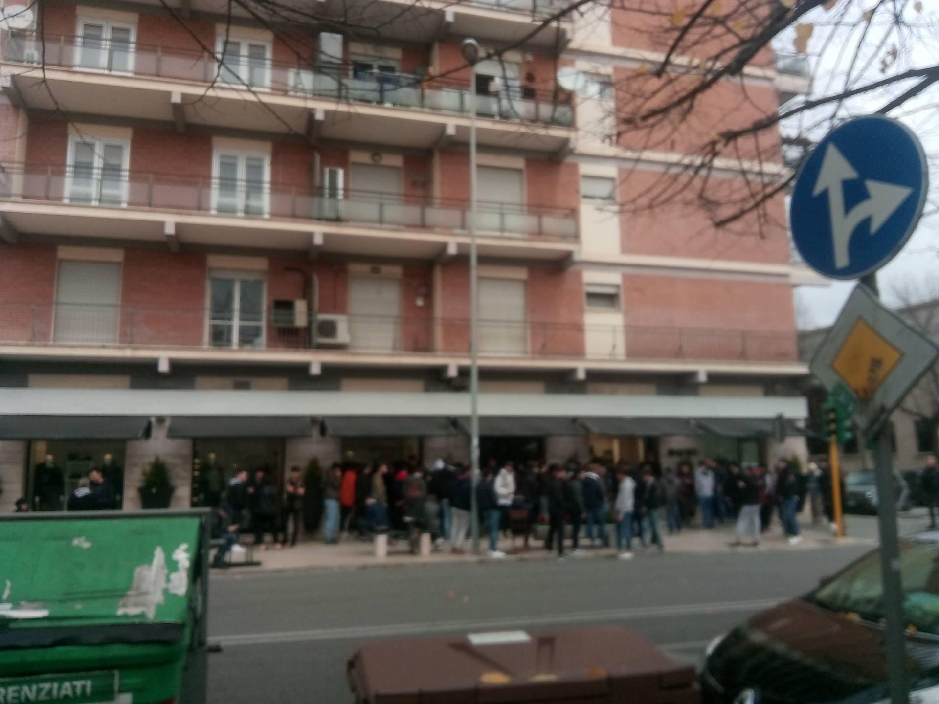 best cheap ccdf2 ef3fc Ci risiamo: in fila tutta la notte da Susi a Latina per un ...